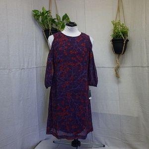 Gabby Skye cold shoulder 3/4 sleeve shift dress